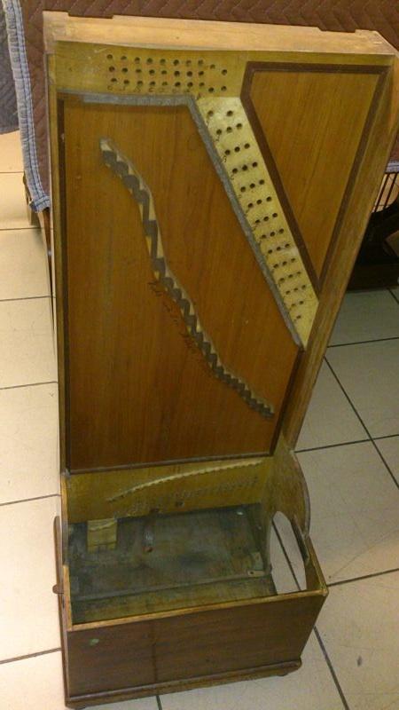 Piano à bretelles sans ses cordes, ses chevilles, son rouleau et sa mécanique.