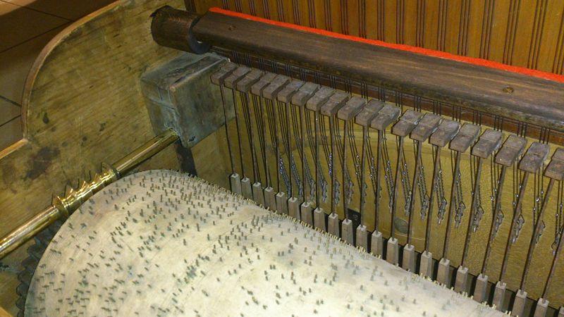 Rouleau, mécanique et sourdine fabriquée de toute pièce à l'atelier.