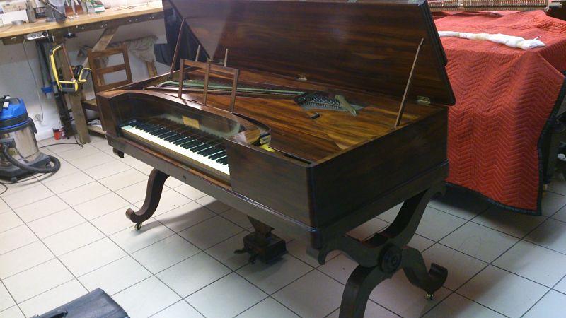 Pianoforte Pleyel ouvert.